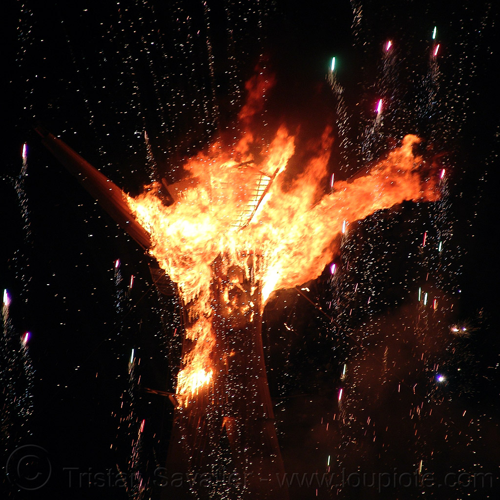 the man starts to burn - burning man 2015, fire, flames, night of the burn