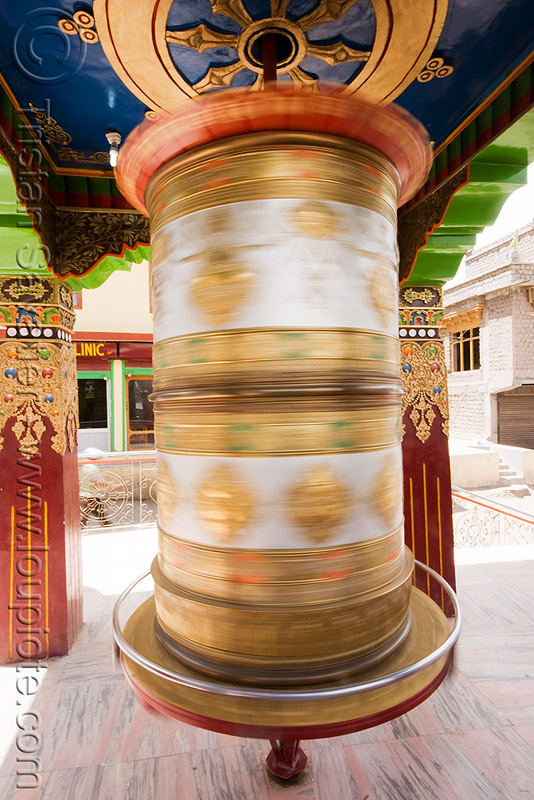 tibetan prayer wheel, ladakh, leh, prayer mill, prayer wheel, spinning, tibetan, लेह