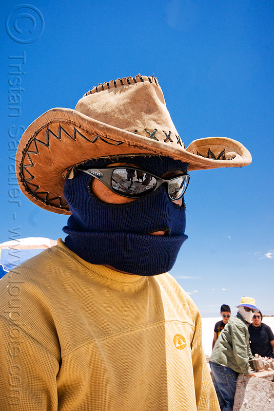 total sun protection, blue sky, face mask, hat, headgear, hood, jujuy, man, noroeste argentino, salar, salinas grandes, salt bed, salt flats, salt lake, sunglasses, white, worker