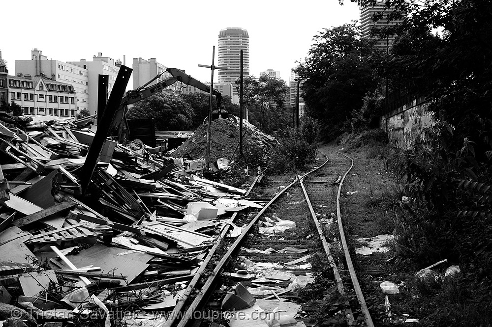 trash dump - petite ceinture - abandoned railway (paris, france), garbage, railroad, railroad tracks, rails, railway tracks, rubbish, trespassing, urban exploration