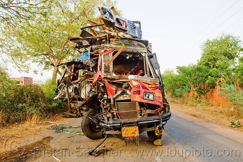 truck accident - head on crash (india), cab, cabin, crushed, fatal, frontal collision, head-on collision, lorry, road crash, tata motors, traffic accident, traffic crash, truck accident, wreck