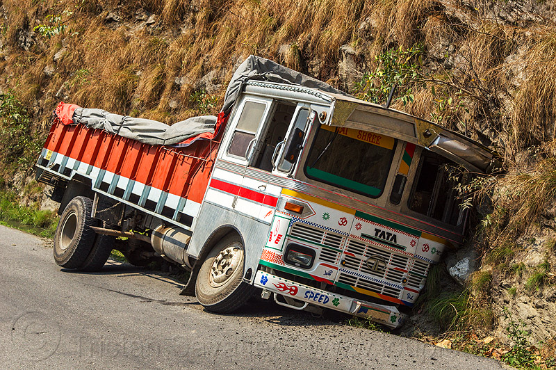 truck in ditch (india), crash, ditch, india, lorry, road, tata motors, traffic accident, truck accident, west bengal, wreck