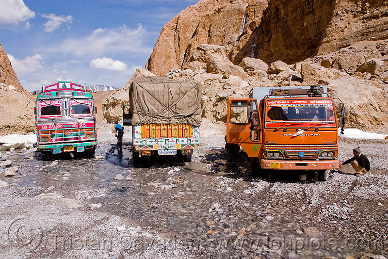 trucks fording large nullah in the canyon before pang - manali to leh road (india), gorge, gravel, ladakh, mountains, river, river bed, soft gravel, stream, stuck, traffic jam, valley, water