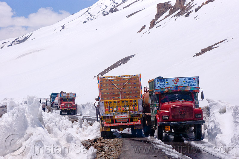 trucks passing each other on narrow mountain road - manali to leh highway (india), baralacha pass, baralachala, ladakh, mountain pass, mountains