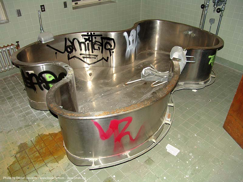 tub - abandoned hospital (presidio, san francisco) - phsh, abandoned building, abandoned hospital, decay, graffiti, presidio hospital, presidio landmark apartments, trespassing