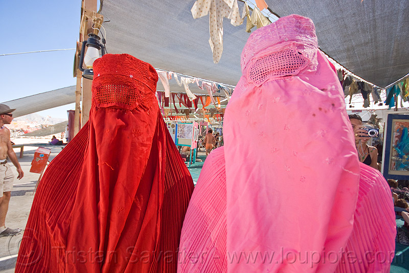 chadri, arabian, burka, burkha, burning man, burqa, center camp, chador, headgear, hijab, islam, islamic, muslim, people, pink, red, two, veil, voile integral, voile intégral, voile islamique, women, برقع, چادر