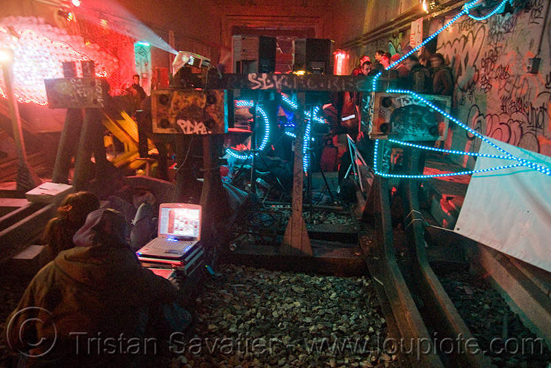 underground rave party in abandoned train tunnel - buffer stop - saoulaterre - FC crew - frotte connard - F7 - cavage records - université paris X nanterre, abandoned, buffer stop, cavage, f7, fc crew, frotte connard, nanterre, paris, rails, rave party, saoulaterre, train tunnel
