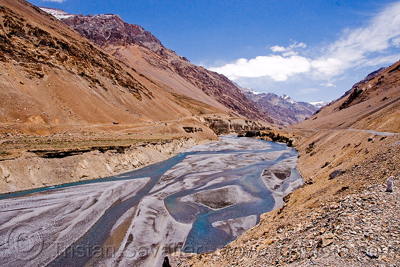 valley between sarchu and lachulung pass - manali to leh road (india), ladakh, mountains, river bed, sarchu, valley