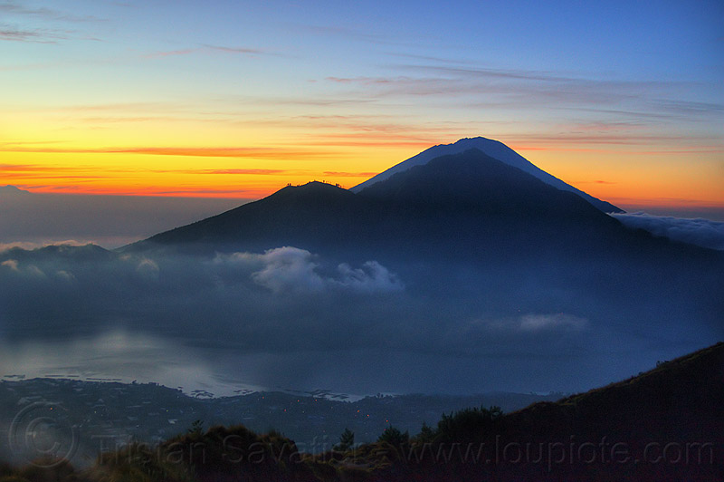 view from batur volcano at sunrise, abang, agung, agung volcano, bali, before sunrise, clouds, dawn, gunung abang, gunung agung, gunung batur, lake, lake batur, lombok, mount abang, mount agung, mount batur, volcanoes