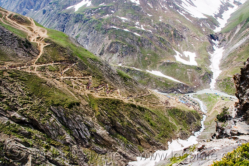 view of the trail - amarnath yatra (pilgrimage) - kashmir, amarnath yatra, kashmir, mountain trail, mountains, pilgrimage, pilgrims, snow, trekking, valley, yatris, अमरनाथ गुफा