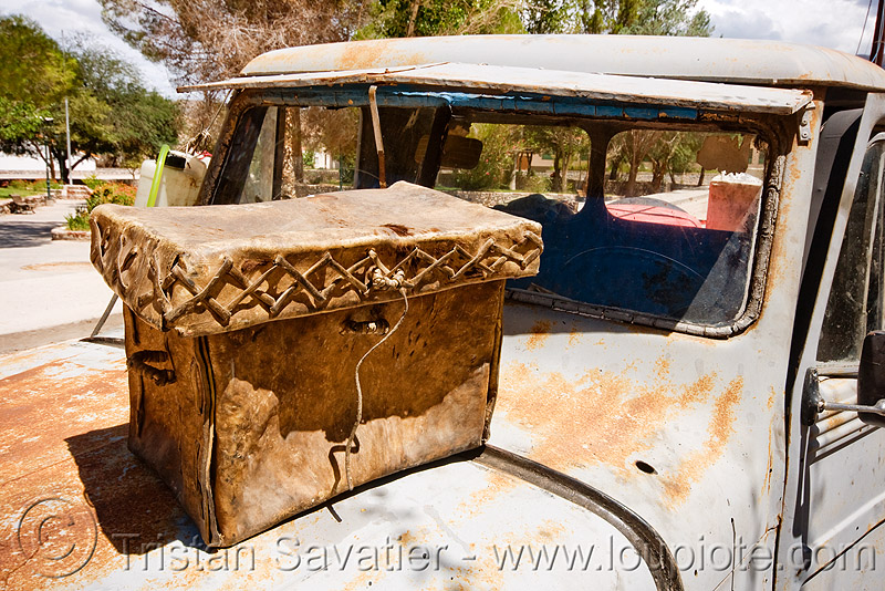 vintage leather bag on jeep hood (argentina), 4x4, all-terrain, cafayate, calchaquí valley, classic car, hood, leather bag, leather box, lorry, molinos, noroeste argentino, old, pickup truck, rusted, rusty, valles calchaquíes, willy's jeep