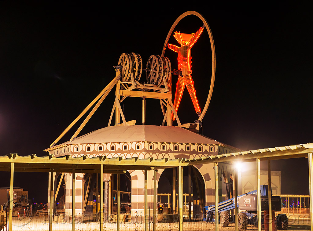 vitruvian man with its gears - burning man 2016, burning man, night, the man, vitruvian man