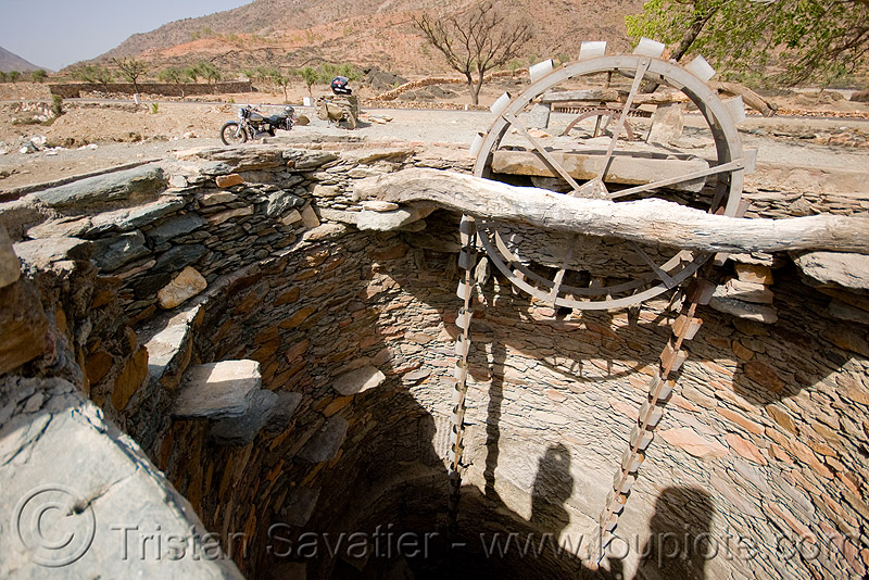 Photos of Old Water Wells http://www.loupiote.com/photos/3710404473.shtml