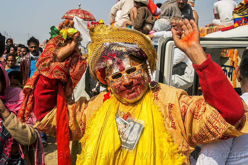 weird guru with face paint makeup - kumbh mela (india), face paint, face painting, guru, headdress, hindu pilgrimage, hinduism, india, kumbh maha snan, maha kumbh mela, makeup, man, mauni amavasya, tilak, turban, veil
