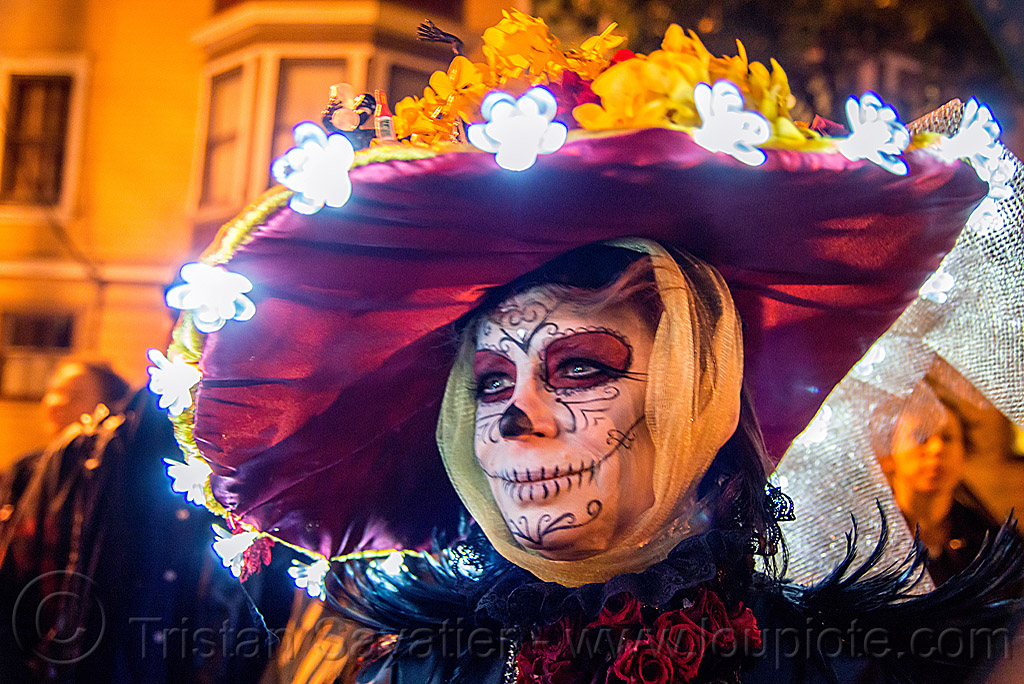 woman with wide brim purple hat - sugar skull makeup - LED-lights flowers - dia de los muertos, day of the dead, face painting, facepaint, halloween, night, veil, wide brim hat