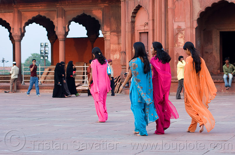 women in jama masjid mosque - delhi (india), delhi, islam, jama masjid, mosque, religion, women, مسجد جھان نما