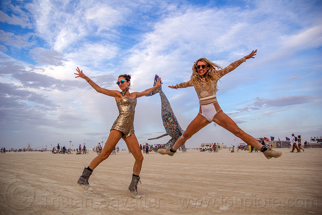 girls jumping on the playa - spread eagle - burning man 2016, burning man, jennifer, jump shot, spread eagle, women