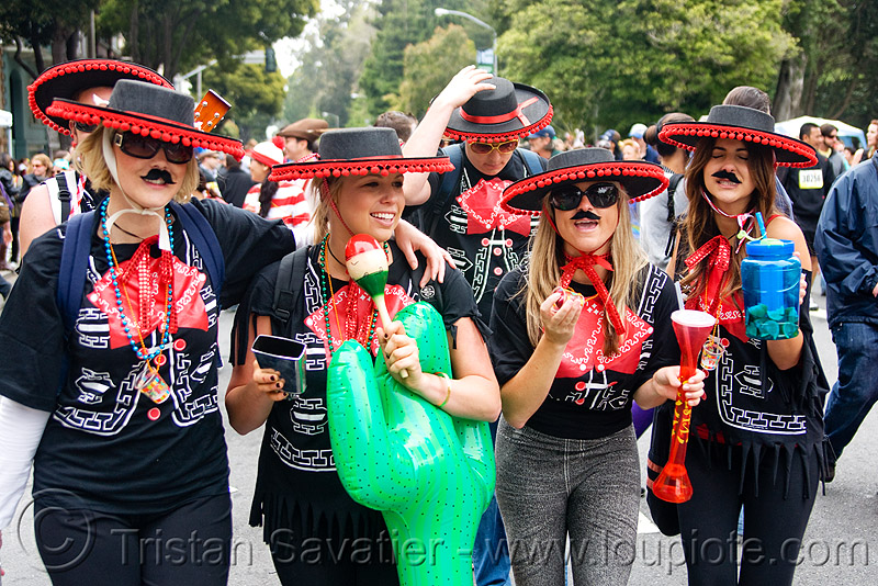 women with black and red sombreros, bay to breakers, costumes, footrace, mariachis, mexican hats, red, sombreros, street party