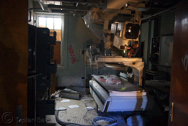 x0ray machine - abandoned hospital (presidio, san francisco) - PHSH, abandoned building, abandoned hospital, decay, graffiti, presidio hospital, presidio landmark apartments, radiography, trespassing, urban exploration, x-ray machine