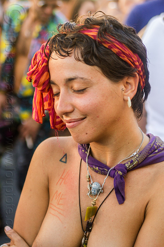 yassmine dancing at decompression 2014 (san francisco), bandana, burning man decompression, dancing, headband, hippie, jewelry, necklaces, shoulder tattoo, triangle tattoo, woman, yassmine