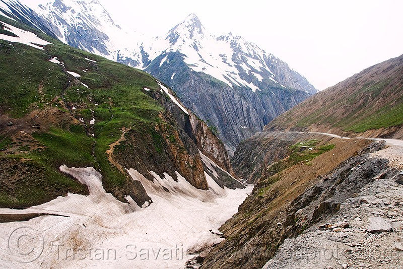 zojila pass - drass valley - leh to srinagar road - kashmir, dras valley, drass valley, kashmir, mountains, snow, zoji la, zoji pass, zojila pass