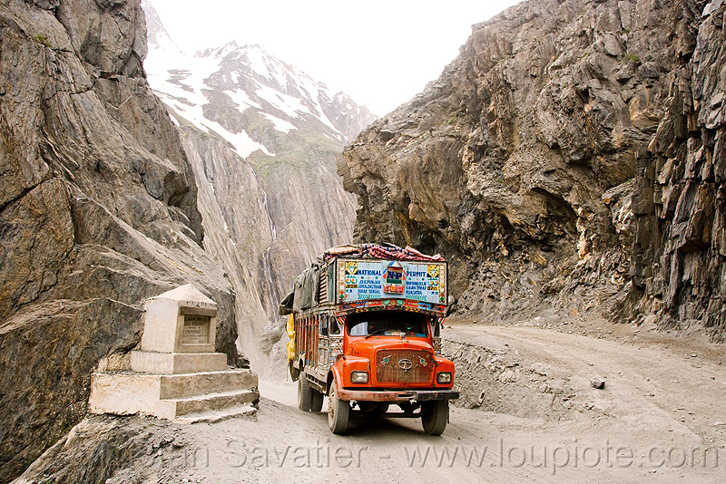 zojila pass - drass valley - leh to srinagar road - kashmir, cliff, dras valley, drass valley, kashmir, lorry, mountain pass, mountains, road, tata motors, truck, zoji la, zoji pass, zojila pass