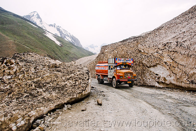 zojila pass - truck - old snow - drass valley - leh to srinagar road - kashmir, dras valley, drass valley, india, kashmir, lorry, mountains, road, snow, tata motors, truck, zoji la, zoji pass, zojila pass