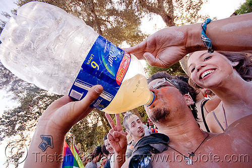 6 litros bottle - carnaval de tilcara (argentina), 6 litros, andean carnival, bottle plastic, carnaval, drink, drinking, noroeste argentino, quebrada de humahuaca, skatextremo, tilcara