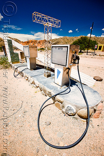 abandoned gas station  (argentina), abandoned, cafayate, calchaquí valley, desert, gas pumps, gas station, ghost town, nafta, noroeste argentino, petrol pumps, petrol station, pipe, valles calchaquíes
