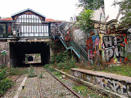 abandoned train station - petite ceinture - abandoned railway (paris, france), abandoned, graffiti, la fleche d'or, la flèche d'or, paris, petite ceinture, railroad tracks, rails, railway tracks, trespassing, urban exploration