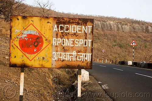 accident rpone spot - road sign - (india), accident prone spot, accident rpone spot, bad spelling, hindi, misspelled, road sign, spelling mistake, traffic sign