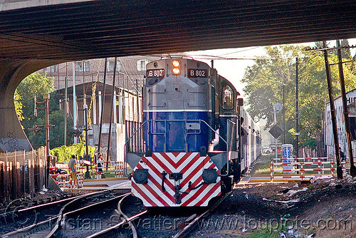 ALCO RSD-16 diesel electric locomotive (palermo, buenos aires), alco rsd-16, american locomotive company, argentina, b-802, buenos aires, commuter train, diesel electric, linea san martín, lsm, línea san martín, railroad crossing, railway, train engine, under bridge