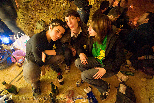 alyssa, gaëlle and coraline - catacombes de paris - catacombs of paris (off-limit area), alyssa, candles, catacombs of paris, cataphile, cave, clandestines, gaëlle, girls, illegal, new year's eve 2008, underground quarry, women