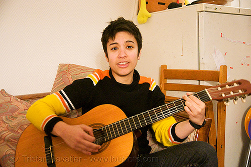 alyssa singing and playing the guitar in paris, alyssa, androgynous, guitar player, singing, woman