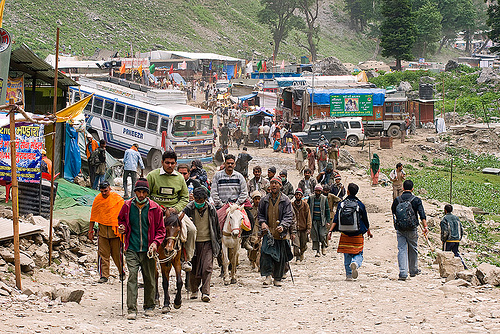 amarnath yatra (pilgrimage) - kashmir, amarnath yatra, bus, crowd, horse-riding, horseback riding, horses, kashmir, kashmiris, mountain trail, mountains, people, pilgrimage, pilgrims, ponies, road, trekking, yatris, अमरनाथ गुफा