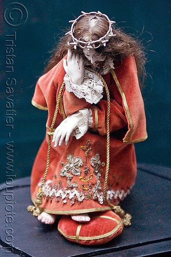 ancient jesus doll, bolivia, casa de la moneda, casa nacional de moneda, crown of thorns, doll, jesus christ, potosí, red, sacred art, sculpture, statue