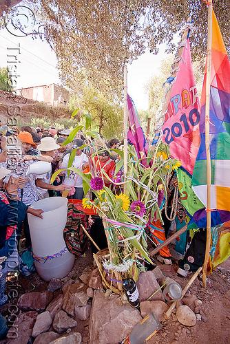 apacheta - carnaval de tilcara (argentina), andean carnival, apacheta, barrel, bucket, carnaval, comparsa, flags, noroeste argentino, quebrada de humahuaca, tilcara