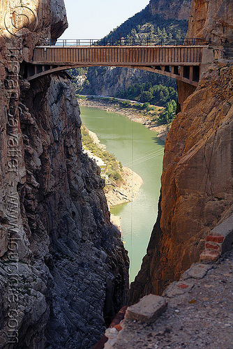 aquaduct bridge over canyon, aqueduct, bridge, caminito del rey, camino del rey, canyon, cliff, desfiladero de los gaitanes, el chorro, gorge, mountain, mountaineering, pathway, river, trail, via ferrata, water
