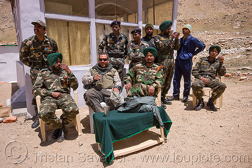 army check-point - road to chang-la pass - ladakh (india), ben, chang pass, chang-la pass, fatigues, india, indian army, ladakh, men, military, sikhism, sikhs, soldiers, uniform