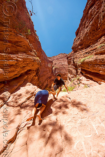 aurélie - quebrada de las conchas - cafayate (argentina), aurelie, aurélie, calchaquí valley, canyon, cliffs, couple, man, noroeste argentino, quebrada de cafayate, quebrada de las conchas, rock climbing, valles calchaquíes, woman
