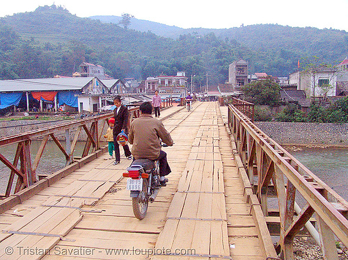 Bảo Lạc bridge - vietnam, bảo lạc, hill tribes, indigenous, motorbike, motorcycle, rider, riding, river, road, single-lane bridge