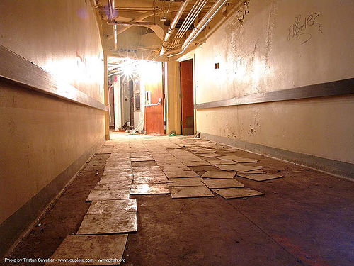 basement - tiles - hallway - abandoned hospital (presidio, san francisco) - phsh, abandoned building, abandoned hospital, decay, floor tiles, graffiti, hallway, presidio hospital, presidio landmark apartments, trespassing