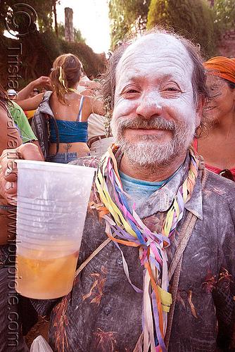 bearded man drinking - talk powder - carnaval de tilcara (argentina), andean carnival, beard, carnaval, confettis, drink, drinking, man, noroeste argentino, quebrada de humahuaca, serpentine throws, talk powder, tilcara