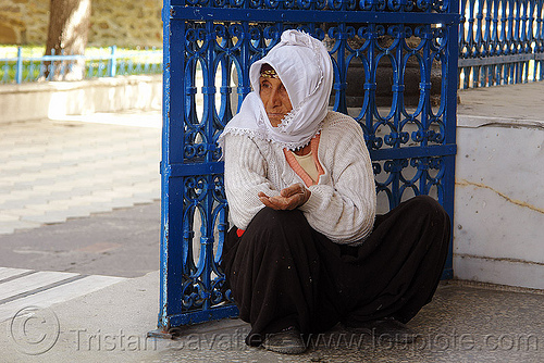 begging woman (turkey), beggar, erzurum, people