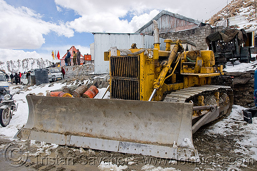 BEML BD80 bulldozer - khardungla pass - ladakh (india), at work, bd80, beml, bulldozer, india, khardung la pass, ladakh, mountain pass, road, snow, working