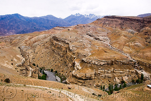 between mulbek and kargil - leh to srinagar road - kashmir, canyon, india, kashmir, mountains, river, valley