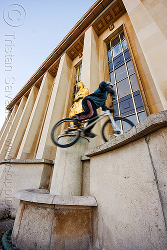 bicycle trials training at the trocadero (paris), bicycle, bike trials, bmx, freestyle, man, mountain bike, mountain biking, palais de chaillot, paris, trial bike, trocadero, trocadéro, vtt