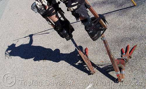 bird-feet iron stilts - burning man decompression 2005 (san francisco), feet, stilts, stiltwalker, stiltwalking