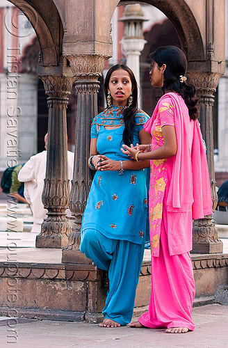 blue and pink - women in jama masjid mosque - delhi (india), bare feet, barefoot, blue, delhi, islam, jama masjid, mosque, pink, religion, saree, sari, standing, talking, two, women, مسجد جھان نما