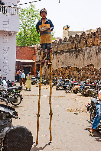 boy begging on stilts - jaipur (india), beggar, begging, boy, jaipur, stilts, stiltwalker, stiltwalking, street